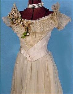 1890 Ecru Silk Chiffon over Taffeta Gown Trimmed with Boughs of Wax Lilacs and Point de Venise Lace (bodice detail)