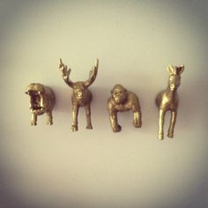 buy plastic animals cut in half stick magnets on spray gold Diy Magnet, Magnets, Arts And Crafts, Diy Crafts, Plastic Animals, Little Gifts, Things To Buy, Poppies, Mini