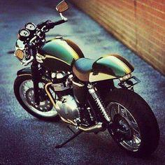 Triumph Truxton.