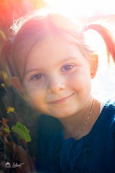 Ledurt // Yan Trudel est photographe et designer graphique à Gatineau, se passionnant pour la photographie; nouveau-né, maternité, enfant, boudoir, famille. Gatineau, Portrait, Children Photography, Boudoir, Designer, Kids, Chart, Baby Born, Children