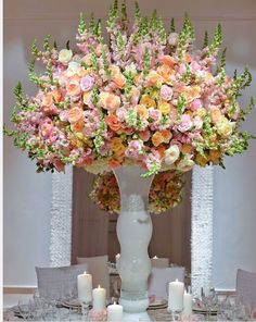 39 Trendy Ideas for wedding reception tablescapes simple floral arrangements Floral Centerpieces, Table Centerpieces, Wedding Centerpieces, Wedding Table, Floral Arrangements, Centrepieces, Wedding Ideas, Wedding Reception, Decoration Table