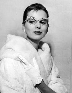 myvintagevogue » Accessories » 1950's Fashion Eyewear550 x 714 | 143 KB | myvintagevogue.com - more batwing glasses