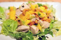Er zijn veel recepten voor wokken met kip, maar dit gerecht van kip met mango en cashewnoten is toch wel heel erg lekker, voedzaam en snel klaar. Healthy Snacks To Make, Healthy Eating, Healthy Recipe Videos, Healthy Recipes, Skinny Recipes, Sunday Meal Prep, Healthy Shopping, Healthy Food Delivery, Cleanse Recipes