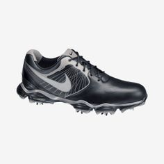 The Nike Lunar Control Men's Golf Shoe delivers stability and comfort on the course with a Nike Power Platform and springy, resilient Lunarlon cushioning. Equipped with Nike power transfer zone technology, this innovative shoe helps create a smoother transition from backswing to impact.
