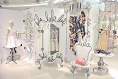 De nuevo, el cartón y las ilustraciones dan un ambiente totalmente nuevo a los escaparates. pop-up store by www.lulamag.com