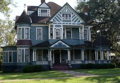 This is a large, beautiful house in Bainbridge GA.  I absolutely adore the body color which makes me give it an overall pass on its paint job, but the reality is, it could use a couple more colors.  Still, gimme, gimme, gimme.