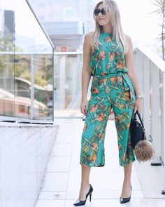 Conjunto com Pantacourt 🌿 Jumpsuit Outfit, Dress Outfits, Casual Outfits, How To Wear Blazers, Iranian Women Fashion, Jumpsuit Pattern, Plus Size Casual, Trendy Dresses, Summer Wear