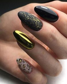 68 Trendy Nail Art Designs to Inspire Your Winter Mood winter nails; red and gold nail art designs. Red And Gold Nails, Metallic Nails, Gold Nail Art, Red Nails, Acrylic Nail Designs, Nail Art Designs, Acrylic Nails, Nails Design, Salon Design