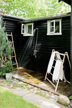 A Bright Scandinavian Summer Cottage: Outdoor Shower Outdoor Baths, Outdoor Bathrooms, Outdoor Showers, Outdoor Spaces, Outdoor Living, Black House Exterior, Exterior Windows, Casas Containers, Beach Cottage Style