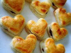 ハートのパイの実❤️バレンタインに!の画像 Easy Sweets, Sweets Recipes, Valentines Sweets, Choux Pastry, Sweet Desserts, Cute Polymer Clay, Tea Time, Sushi, Bakery
