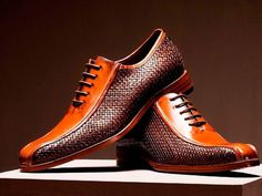 2 Tone 2 Textures-yes! does anyone know the designer? Sharp Dressed Man, Well Dressed Men, Hot Shoes, Men S Shoes, Men Dress, Dress Shoes, Derby, Herren Style, Fashion Shoes