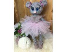 Ballerina Mäuschen Lena - Häkelanleitung Alpaca, Neue Outfits, Ballerina, Pray, Teddy Bear, Toys, Crochet, Amigurumi, Cute Mouse