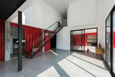 Container House / José Schreiber Arquitecto - Argentina - Living in a Container Container Home Designs, Storage Container Homes, Container Houses, Container Buildings, Used Shipping Containers, Shipping Container Homes, Metal Containers, Container Architecture, Water House