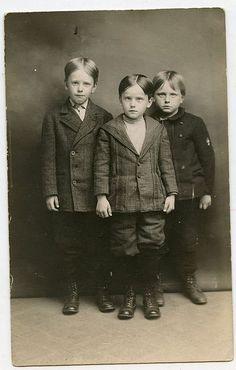 Utforska Anna Butlers anslagstavla Clothes, Boys', around 1900 på Pinterest, världens idékatalog. | Visa mer om Leksaker, Militärt och Victorian.