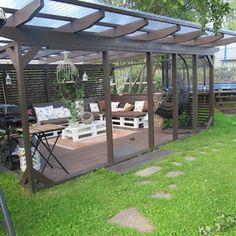 Kuva piha - Jonsulan Pihalla - Jonsula Outdoor Dining, Outdoor Spaces, Outdoor Decor, Dream Garden, The Great Outdoors, Pergola, Deck, Cottage, Outdoor Structures