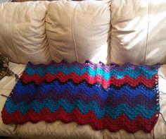 Moving right along! #crochet #crochetblanket #grannyripple #grannystitch #crochetafghan #madewithlove #christmasgift #crochetaddict #wip by mrslittle86