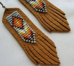 Etsy の Beaded Leather Earrings Sage by EarthArtistry