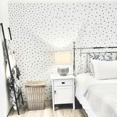 """MARIKA    KNOWS    THINGS on Instagram: """"Painted wallpaper, seriously such a cheap and quick way to bring interest to a space. Best of all, you probably already have everything you…"""""""