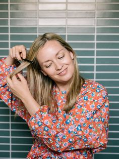 Headbands are simple to style, but these easy tips and tricks will help you feel your most confident. Click for the full tutorial...