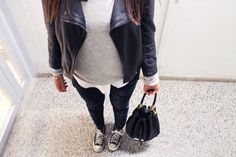 Black 'n white combinatie. Marc by Marc Jacobs Too Hot to Handle Drawstring Bag, zwarte Converse All Stars.