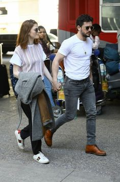 Kit Harington and Rose Leslie Rock Outfits, Casual Outfits, Kit Rose, Game Of Throne Actors, Rose Leslie, Kit Harrington, Flawless Beauty, Celebrity Couples, Avan Jogia