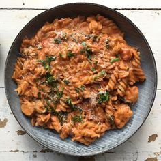 One pot pasta i cremet tomatsauce med kylling og spinat One pot pasta in creamy tomato sauce with chicken and spinach Easy Rice Recipes, Healthy Recipes, One Pot Meals, Easy Meals, Food C, Creamy Tomato Sauce, Pot Pasta, Cheat Meal, I Love Food