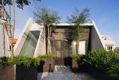 Completed in 2017 in Singapore, Singapore. Images by Roland Tan Yeow Teck, Khoo Guo Jie (Studio Periphery). Emmanuel @ Everitt is a small church sitting on a 200 sqm sliver of land in a mature landed residential estate. The original church occupied a single...