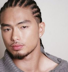 Men's Braids or Braid Hairstyles for Men's ultimate list different braid styles for 2019 that even those with short hair or shaved sides can rock! 1990 Hairstyles, Cornrow Hairstyles For Men, Korean Men Hairstyle, Haircuts For Men, Hair Styles 2014, Medium Hair Styles, Short Hair Styles, Braid Styles, Asian Hair