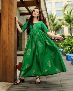 Royal Green Handblock Maxi Dress – Aachho Royal Green Maxi Dress embellished with Golden Handblock Print all over it . Green Maxi, Green Dress, Eid Dresses, Evening Dresses, Eid Outfits, Work Outfits, Pattu Saree Blouse Designs, Royal Green, Party Wear Kurtis