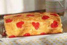 Herzchen Biskuitroulade für den 16.Geburtstag des Töchterchens Vanilla Cake, Food And Drink, Ethnic Recipes, Desserts, Pies, Kuchen, Biscuit, Goodies, Dessert Ideas