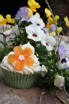 Mýdlový muffin s vůní azalky #mircinamydla #mydlo