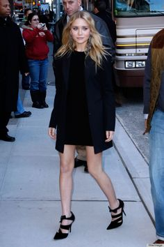 ashley olsen - She knows that great earrings can make an outfit.
