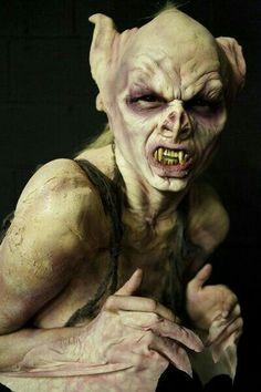 Nome: Helianor (A Coisa)  Idade: por volta de 35 anos  Tipo: Vampiro  Clã: Nosferatu  Nacionalidade: Itália Tale: Aen - Dance Macabre