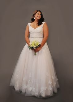 Curvy Bride, Plus Size Wedding Dress, Plus Size Fashion, Curvy, Wedding Gown, Lace Wedding Gown, Tulle Wedding Gown, Wedding Gown with Sleeves, Romantic Wedding Gown, Vintage Wedding Gown, Luxe Bridal Salon