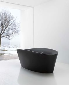 This black bath looks fantastic, we stock similar ones at World of Baths, what an inspiration.