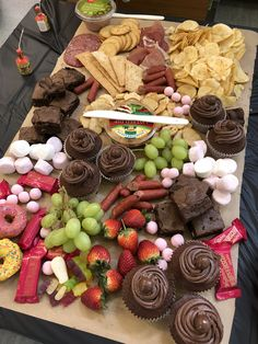Create a Mouth Watering Grazing Table for a Wedding Party Food Platters, Party Trays, Cheese Platters, Antipasto, Charcuterie Platter, Grazing Tables, Cupcakes, Dessert Table, Dessert Boxes
