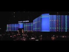 The Worlds Longest LED Illuminated Media Facade (Mal Taman Anggrek, Jakarta) *1