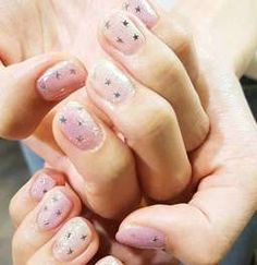 น่ารักเอาใจสาวหวานโดยเฉพาะ Star Nails, Glitter Nail Art, Little Star, Painting, Beauty, Followers, Thailand, Lisa, Posts