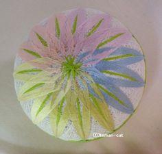 てまり「5色の菊」白地、淡雪、緑帯 手まり 手毬 手鞠|その他インテリア雑貨|てまり - ねこ|ハンドメイド通販・販売のCreema