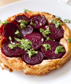 Beetroot Tart Tatin: This savory tarte tatin features earthy beetroot punctuated by a tangy vinaigrette. Get this recipe and hundreds more at Honest Cooking. Quiches, Rough Puff Pastry, Puff Pastry Recipes, Savory Tart, Beetroot, Vegetarian Recipes, Vegetable Recipes, Good Food, Fun Food