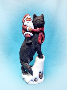 Hand-Carved-Santa-On-black-Wolf-Plus-a-Romeo-Book-On-Him-By-Susan-M-Smith