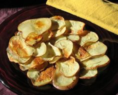 Healthier potato chips After School Snacks, School Lunches, Healthy Afterschool Snacks, Healthy Baked Potatoes, Potato Recipes, Snack Recipes, Fruit Yogurt, Antipasto, Potato Chips
