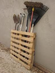 Storage of tools from a pallet