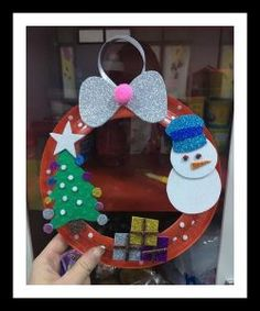 Christmas wreath craft idea for kids Making Christmas wreath Tony was originally from England, but he was born in India and grew up there. Kindergarten Christmas Crafts, Christmas Crafts For Kids To Make, Christmas Activities, Xmas Crafts, Preschool Crafts, Kids Christmas, Christmas Wreaths, Diy Christmas Gifts For Parents, Handmade Christmas Decorations