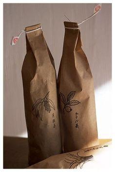 Japanese Packaging, Tea Packaging, Paper Packaging, Bottle Packaging, Pretty Packaging, Brand Packaging, Packaging Design, Simple Packaging, Label Design