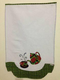Pano de prato feito com tecido da estilotex, trabalhado em patchwork com tecidos 100% algodão.
