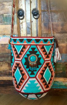 Mochila bags bead embroidery with miyuki beads, turquoise stone and wood beads.  Central rosette with turquoise cabochon  Wayuu technique crochet