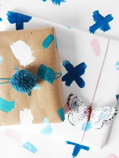 DIY Easy Painted Christmas Gift Wrap Ideas