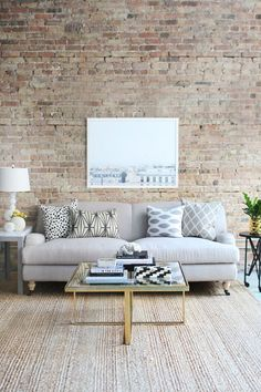 There are many options to use exposed brick walls in the interior design to give a different style and look. Here are 19 stunning interior brick wall ideas. Home Living Room, Apartment Living, Living Room Decor, Living Spaces, Dream Apartment, Decoration Inspiration, Interior Design Inspiration, Design Ideas, Decor Ideas