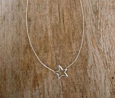 I'm pretty sure this is about the 112th simple star necklace I've pinned, but I never get tired of them.